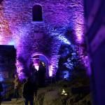 Eingang Bergfried mit Publikum