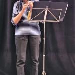 Frau Juhre mit kleiner Flöte